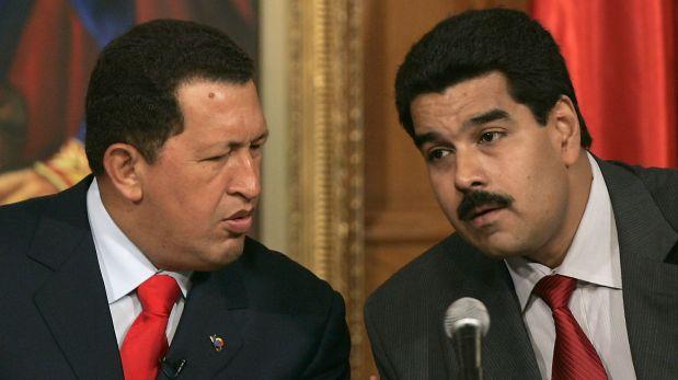 Hugo Chávez y Nicolás Maduro. (AP)