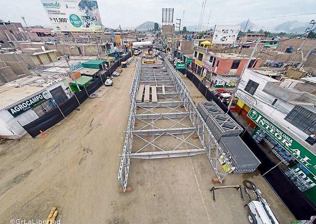 En Virú (La Libertad), se inició la instalación del puente Bailey. (Foto: Gobierno Regional de La Libertad)