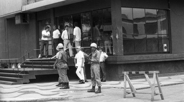 Muchos medios de comunicación fueron intervenidos por las Fuerzas Armadas. En la foto, el Ejército toma control de Panamericana. (Foto: Archivo El Comercio)