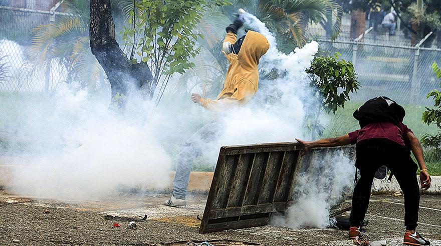 Graves disturbios marcan protesta opositora en Caracas