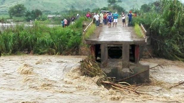 En Lambayeque, el caudal del río Chancay hizo colapsar un puente. (Foto: Andina)