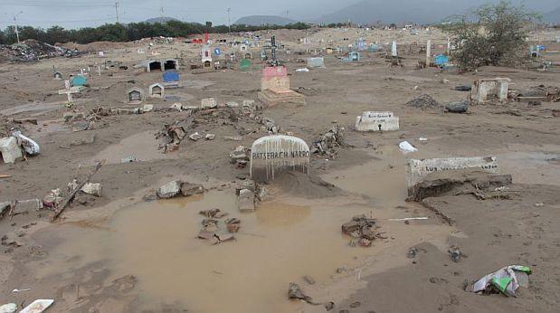 En La Libertad, Trujillo fue unas de las ciudades más afectadas. El agua inundó el cementerio de Mampuesto. (Foto: Johnny Aurazo / El Comercio)