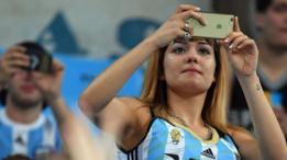 Muchos argentinos que usan iPhone lo han conseguido a través de viajes personales o de conocidos al extranjero. (Foto: Getty Images)
