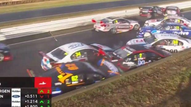 Terrible choque de dos autos de carrera en Australia [VIDEO]