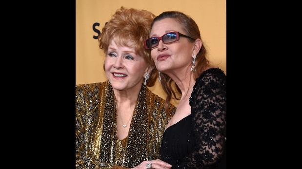 Carrie Fisher y Debbie Reynolds en la alfombra roja de los Premios SAG 2016. (Foto: Reuters)