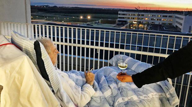 Un cigarrillo, una copa de vino y un atardecer por última vez