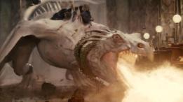 Harry, Hermione y Ron vuelan más de una vez sobre la espalda de un dragón. (Foto: Warner Bros)
