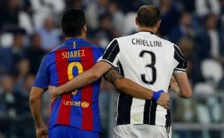 Luis Suárez y Chiellini se dieron emotivo abrazo en el campo