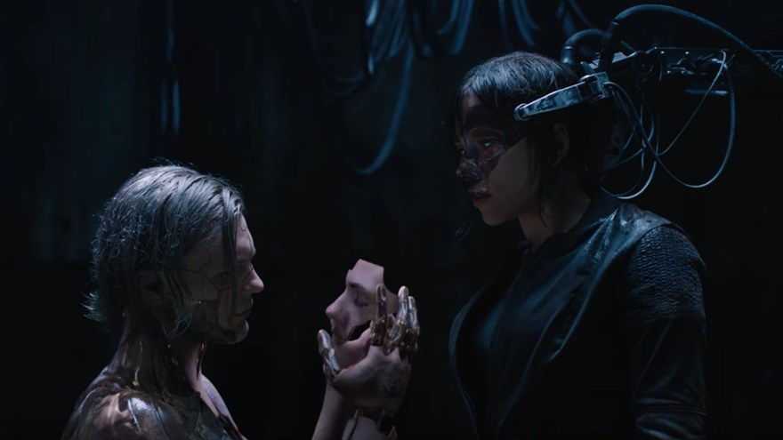 Escena clave entre Kuze (Michael Pitt) y la Mayor (Scarlett Johansson). (Foto: Paramount)