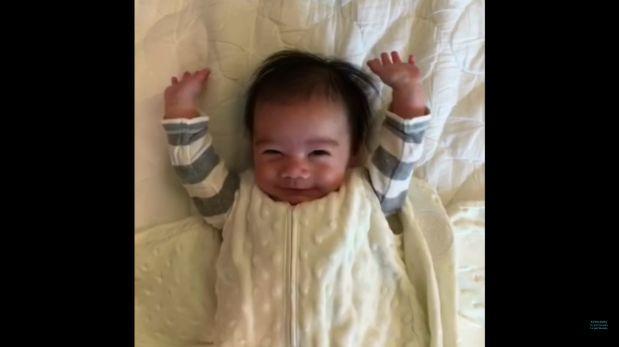 YouTube: curioso despertar de un bebe se vuelve viral [VIDEO]