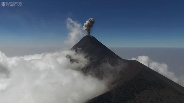 Científicos analizan volcanes activos por medio de drones