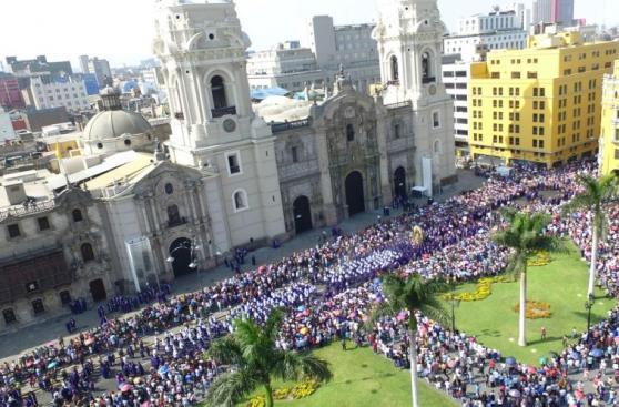 Semana Santa: la procesión del Señor de los Milagros [FOTOS]