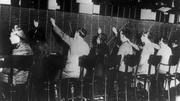 Voluntarios bolcheviques trabajando en 1917. (Créditos: AFP)