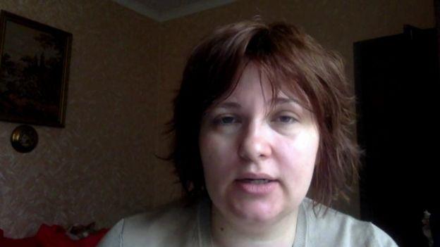 La periodista Elena Milashina se encuentra escondida tras reportar sobre las detenciones de homosexuales. (Foto: BBC Mundo)