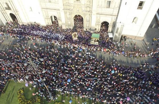 Procesión del Señor de los Milagros vista desde un dron [FOTOS]