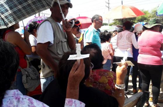 Semana Santa en Ica: fieles rezan al Señor de Luren bajo el sol