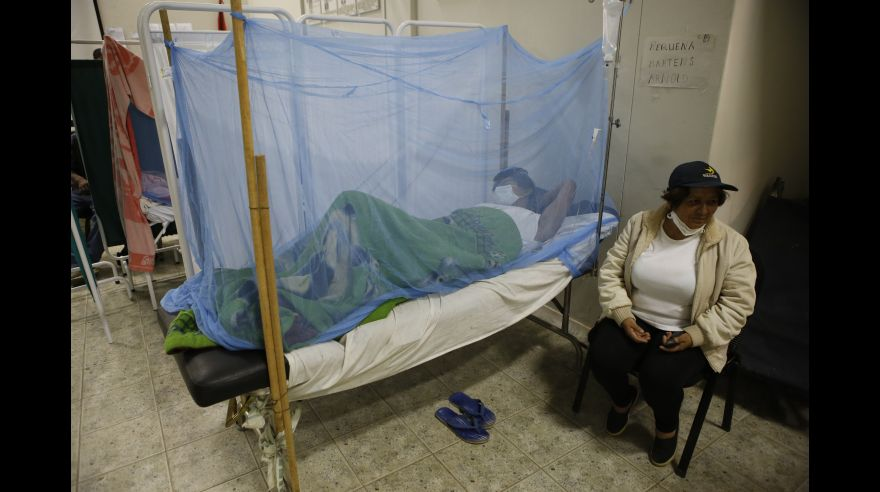 Autoridades sanitarias reportan colapso en hospitales de Perú
