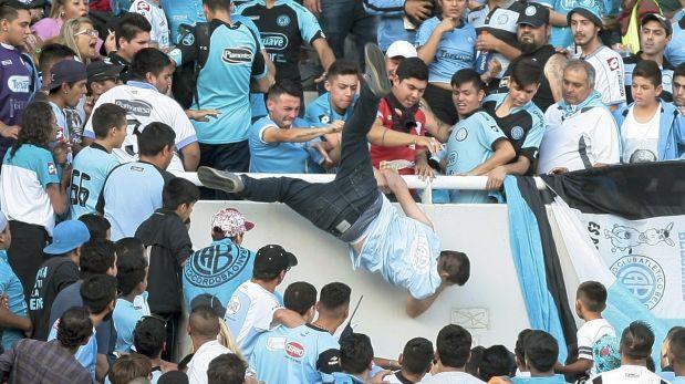 Argentina de duelo: muere hincha que fue arrojado desde tribuna
