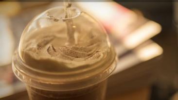 ¿Por qué al comer helado o tomar bebidas frías duele la cabeza?