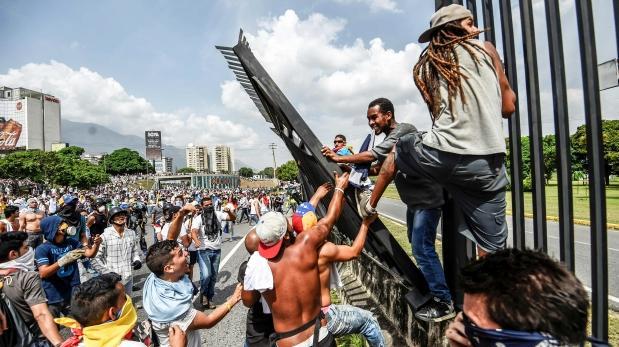 Tres muertos y cerca de 150 heridos por protestas — Venezuela