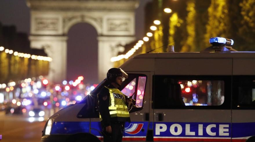 Tiroteo en los Campos Elíseos de París, Francia. (Reuters)