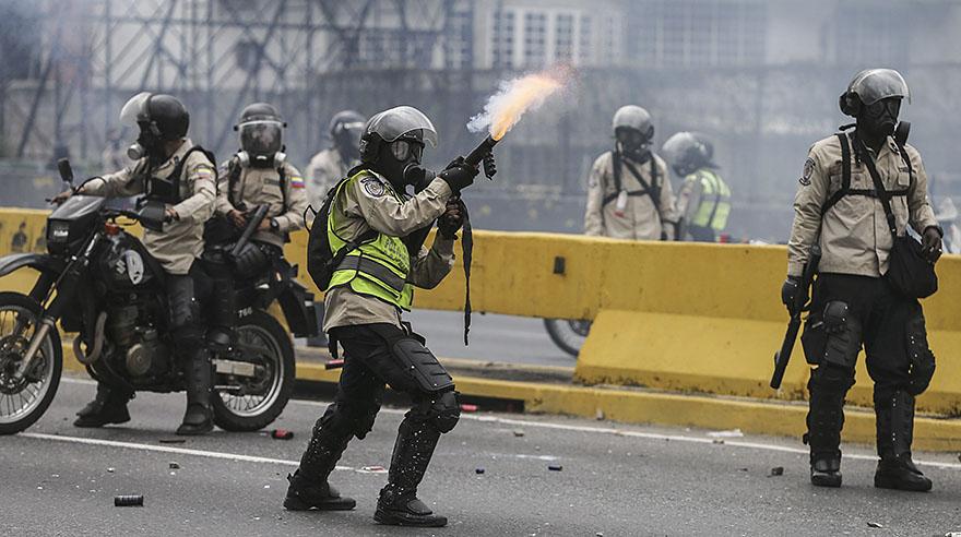 Venezuela: Duros enfrentamientos en calles de Caracas [FOTOS]