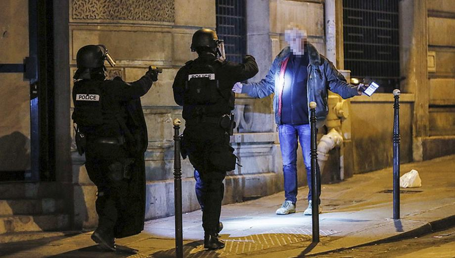 Alerta máxima en París por ataque en Campos Elíseos