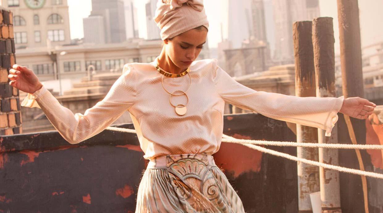 """Nueva tendencia: La """"moda recatada"""" se abre paso en el mundo"""