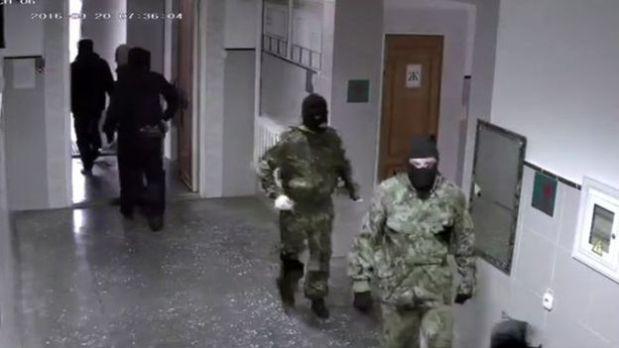 Las fuerzas de seguridad de Rusia han hecho redadas en los lugares de reunión de los Testigos de Jehová. (BBC).