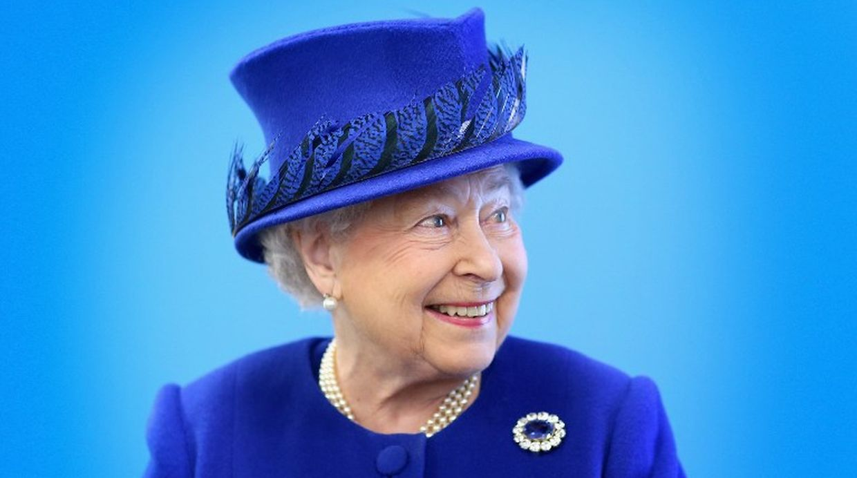 Isabel II: La reina de los sombreros y sus osadas elecciones