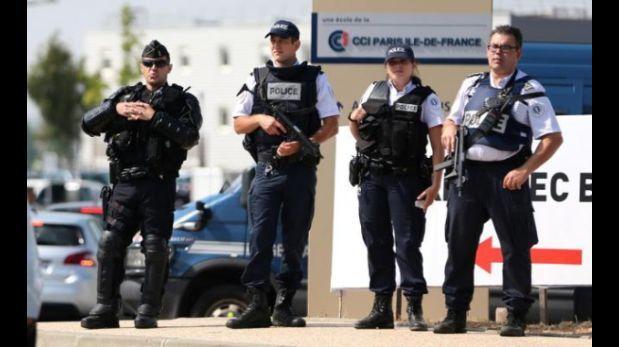 Auto sospechoso obliga a cerrar dos centros de votación — Francia