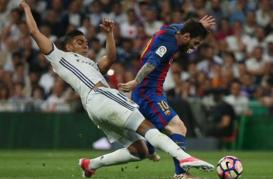 Lionel Messi jugó con algodón en la boca por unos minutos