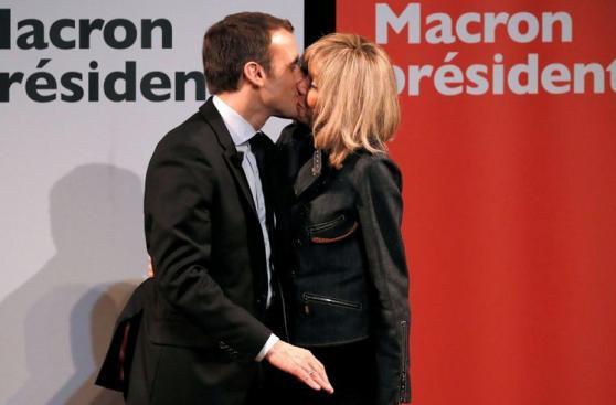 Macron y su esposa 23 años mayor que él en fotos