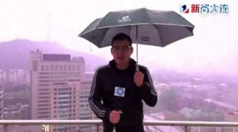 YouTube: a reportero de TV le cayó un rayo frente a cámaras