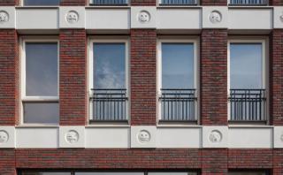 El original edificio con diseños de emojis en su fachada