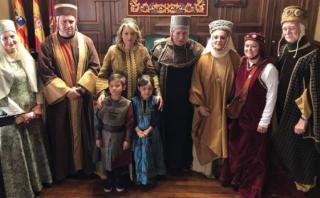 Se rencontraron gracias a Facebook y tuvieron una boda medieval
