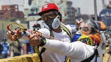 Venezuela: Muerte, bombas y piedras en nueva marcha opositora