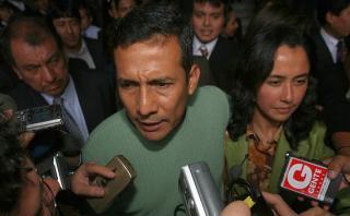 Tras perder la segunda vuelta en 2006, Ollanta Humala, acompañado de su esposa, Nadine Heredia, niega haber violado derechos humanos durante su labor en la base militar de Madre Mía en 1992. (Foto: Archivo El Comercio)