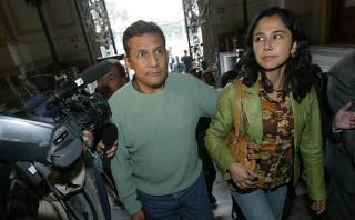 Tras perder la segunda vuelta en 2006, Ollanta Humala, acompañado de su esposa, Nadine Heredia, niega haber violado derechos humanos durante su labor en la base militar de Madre Mía en 1992. (Foto: USI)