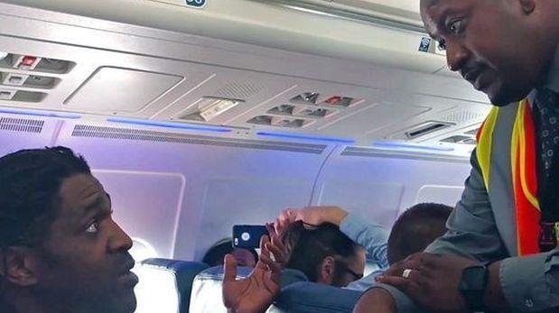 Delta Air Lines expulsa a pasajero por usar baño antes del despegue