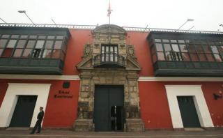 Asalto de marcas causó pánico en el cruce de las avenidas Aramburú y Paseo de la República, en el límite de Surquillo y San Isidro. (Alessandro Currarino/El Comercio)