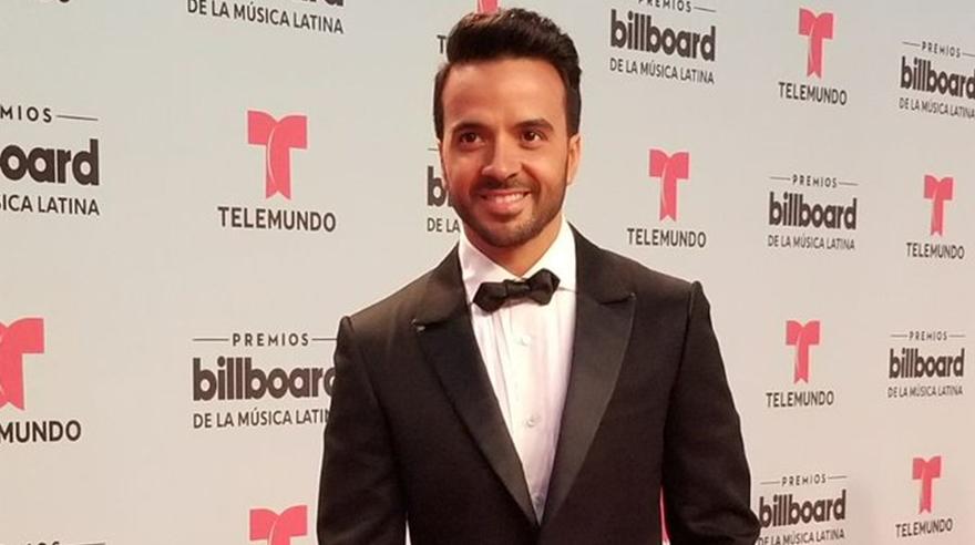 Luis Fonsi en la alfombra roja de los Billboard Latino 2017. (Foto: AP)