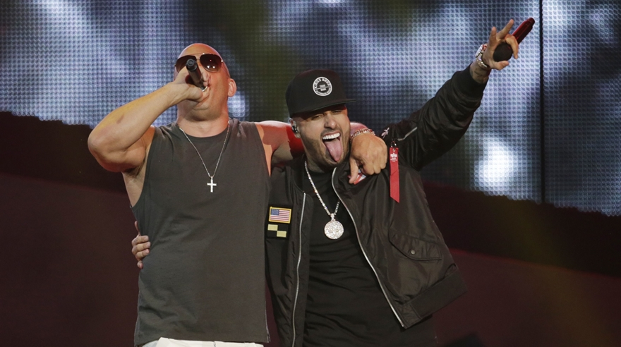 Vin Diesel y Nicky Jam en la noche de los Billboard Latino 2017. (Video: AP)