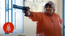 Ella es la francotiradora más longeva del mundo con 84 años