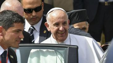 El papa llega a El Cairo en una visita arriesgada