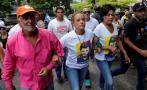 Venezuela: La oposición marcha hacia la cárcel donde está López
