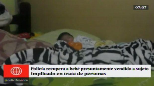 La madre del bebe, una mujer de 18 años, vendió al recién nacido por 350 soles. La contactó por Facebook.(América TV.)