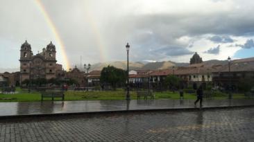 Cusco: hermoso doble arcoiris iluminó el cielo de ciudad inca
