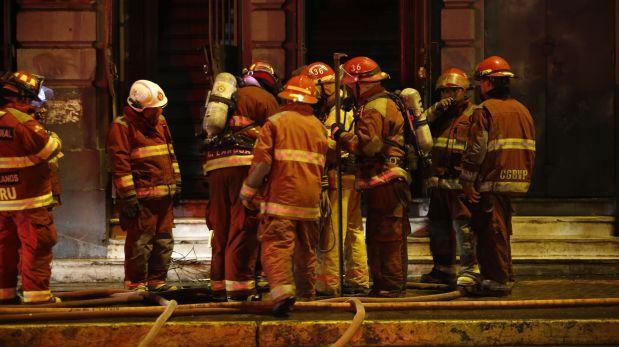 Cercado de Lima: controlan incendio en fábrica de Jr. Amazonas