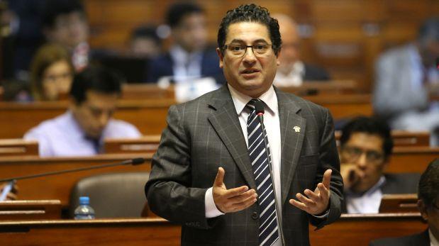 Salvador Heresi decidió no manifestarse sobre sus visitas inopinadas realizadas a centros de esparcimiento miraflorinos. (Foto: Congreso/ Video: América TV)